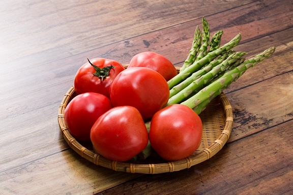 桃太郎トマトとアスパラガス