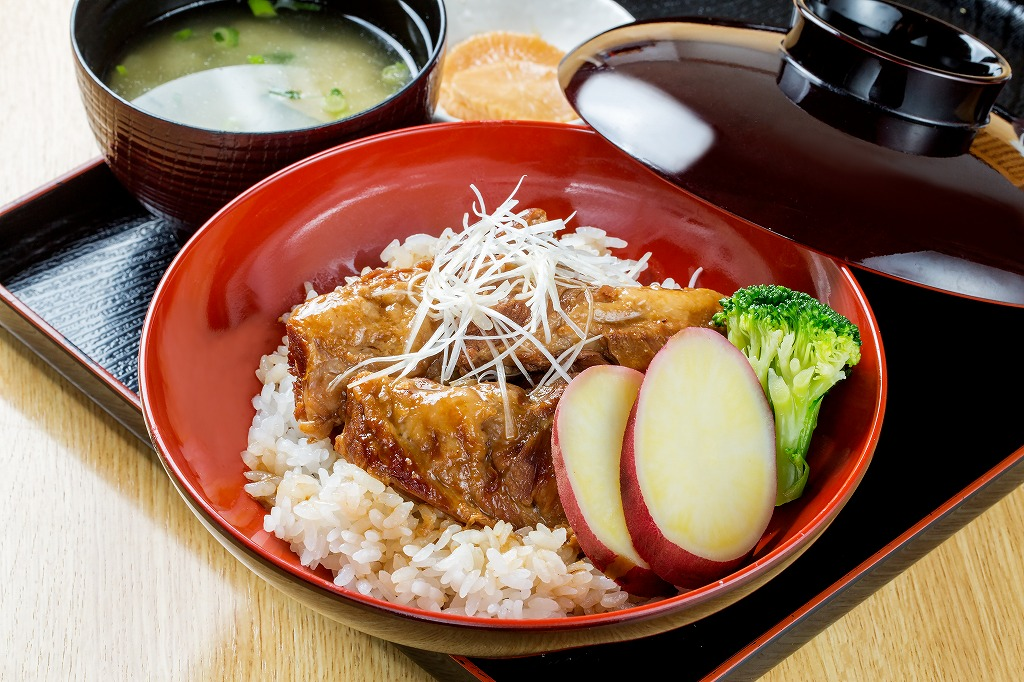 黒豚ナンコツ味噌煮丼