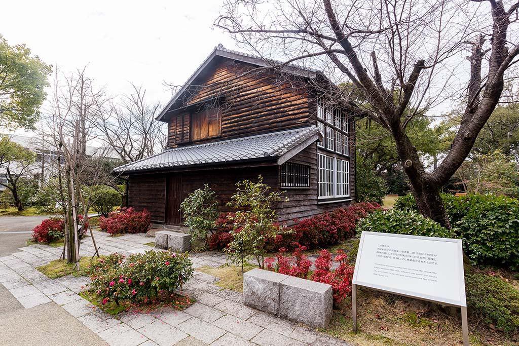八女市から移築復元された坂本繁二郎旧アトリエ。通常は外から見学するのみだが、園内イベントに合わせて内部を限定公開するときもある