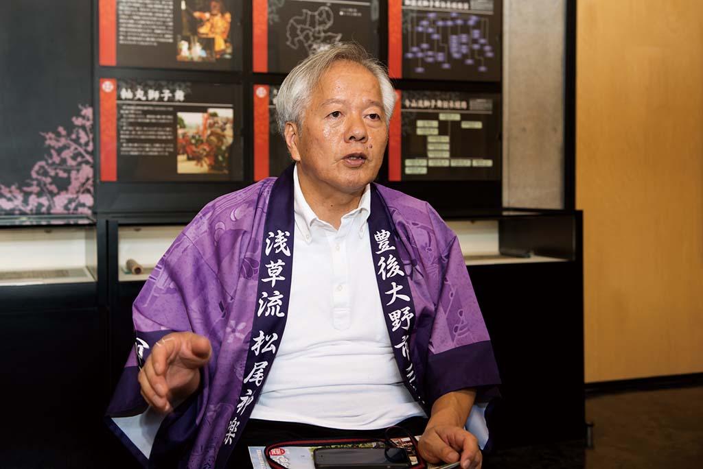 浅草流松尾神楽の楽長・高野幸雄さん。18歳〜80歳まで約20名のメンバーをまとめるリーダー。子ども神楽の運営など後進育成にも積極的