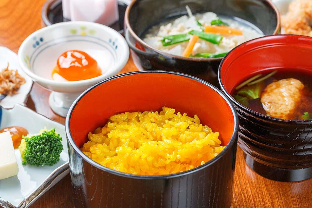 小手川商店の臼杵郷土料理。写真はみそ汁御膳「風」(1,000円)。5人以上または「花野」(1,500円)は要予約