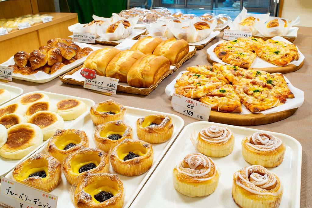 パンは約40種あり、どれも大人気で昼前に完売することも